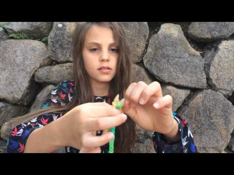 Make a Fish Tail Loom Band Bracelet With Pencils