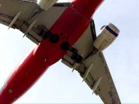 Virgin Blue 737 Landing at Melbourne Airport