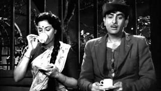 Raj Kapoor Proposes To Nargis On Street - Shree 420 Most Viewed Scenes