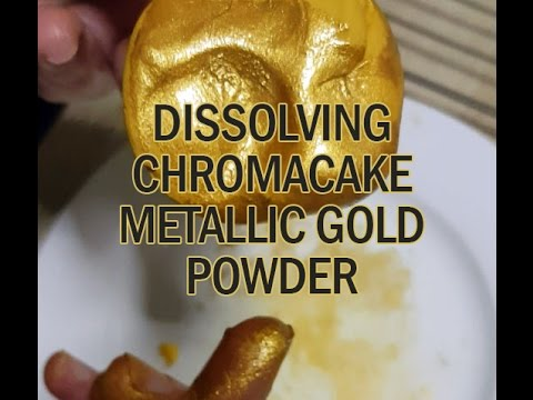 Dissolving Metallic Gold Food Colouring Powder in Water