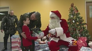 Santa, NYPD Make Christmas Special For Kids On SI