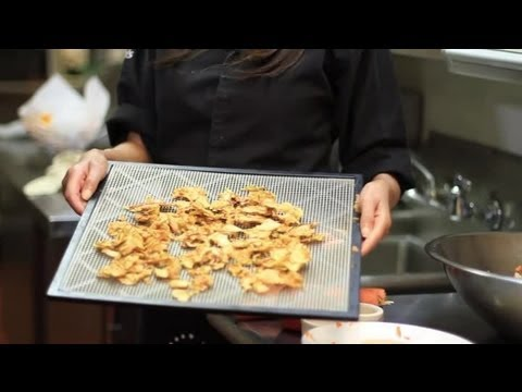 How to Make Apple Chips With a Food Dehydrator : Nutritious Dishes