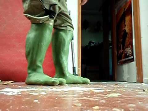 turtle costume feet.AVI