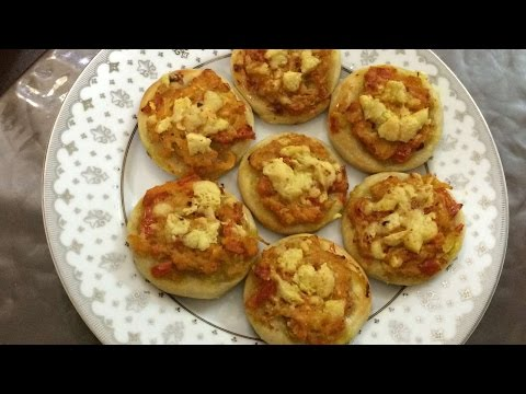 How To Bake Easy Mini Pizzas - DIY Crafts Tutorial - Guidecentral