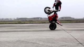 trucos en motos! impresionantes!!