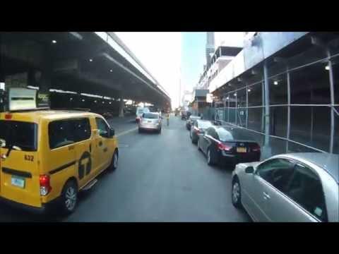 SUV disregards a traffic light
