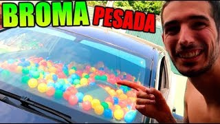 LE LLENO EL COCHE DE PELOTAS !! (SE ENFADA) BROMA MUY PESADA CON CÁMARA OCULTA
