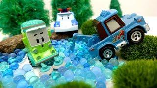 Robocar Poli Video 🚓: wir retten Cleany aus dem Moor 🚩 Spielspaß mit Robocar Poli Toys
