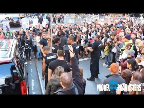 Fake Zac Efron Pranks New York City!