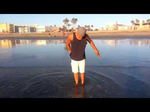 How to find or catch clams on the beach.(Example)
