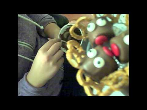 Christmas Treats Recipe #4 - MARSHMELLOW REINDEER