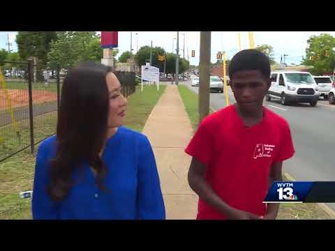 Teen walks, takes bus to high school graduation
