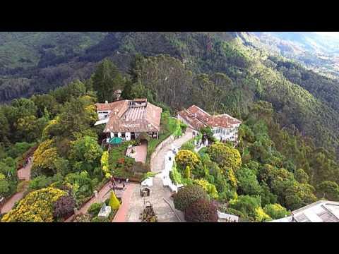 Cerro Monserrate (vista de drone), Bogotá, Colombia