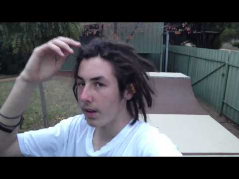 Training your dreadlocks to settle and take shape