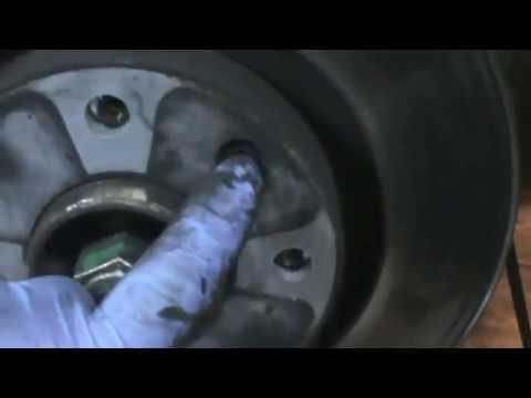 Citroen C3. Cambiar pastillas y discos de frenos delanteros. Video 18 de 20. Brake pads and discs.
