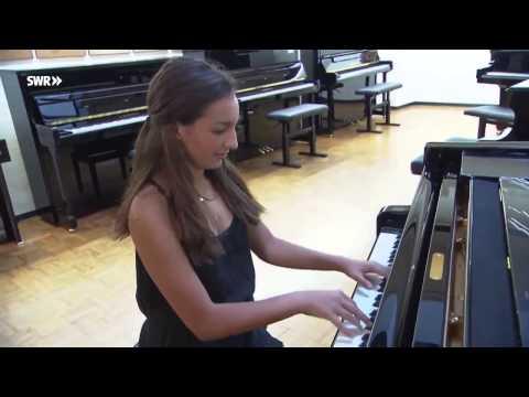 Emily Bear Stuttgart film score & videoclip in HD