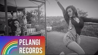 Duo Biduan - Telolet (Official Lyric Video)