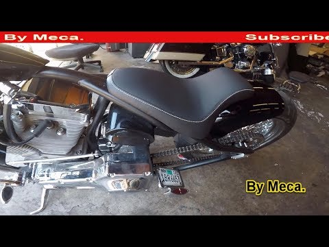 How to Hold a motorcycle seat cover en metal seat frame.