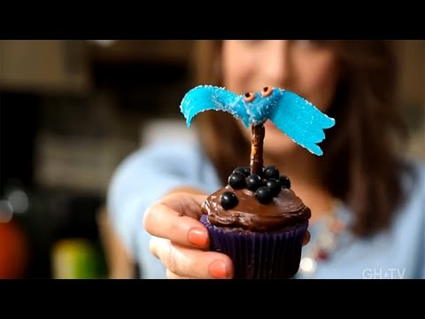 Cake Decorating: DIY Sour Tape Bat Cupcakes with Erin Phraner!
