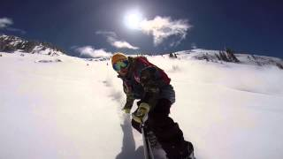 Snowboarder out-runs a massive Avalanche in the Backcountry