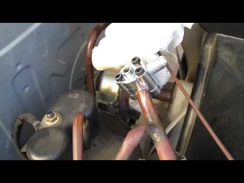 DIY Air Conditioner House AC Refill Recharge with R134A - Video 4