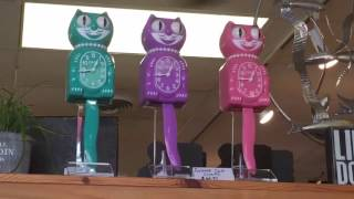 Cute kitty cat clocks that move