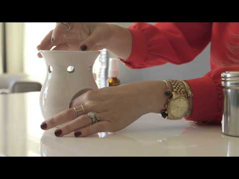 3 Creative Ways to Use Aromatic Oils to Freshen Up Your Home (VIDEO)