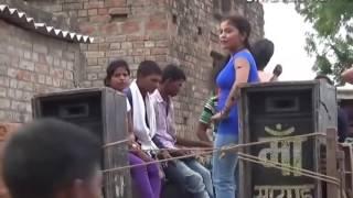 बंगाली लड़की भोजपुरी गीत@ रतिया मे खाड़ा करे @ बेलनवा ये सखी 2017 song