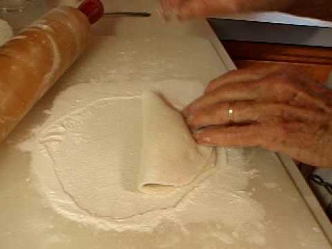 Mom makes fried apple pies (apple jacks) part 1