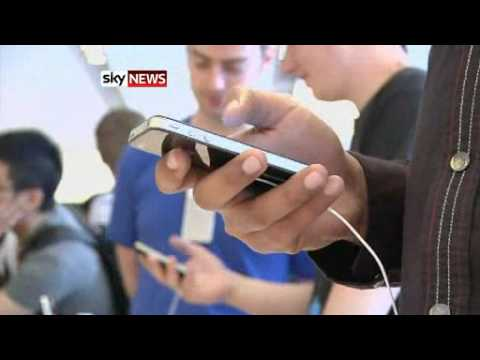 White iPhone 4 Spotted in UK Apple Store-skynews.flv