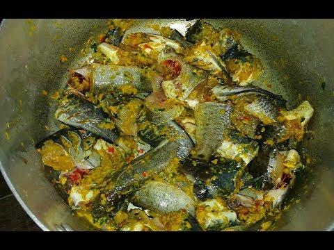 Khmer Beautiful Girl Cook Fish Food /Cambodia Food.