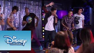 Los chicos cantan ¨Luz, Cámara, Acción¨ | Momento Musical | Violetta