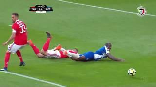 Falta de Rúben Dias sobre Marega? Artur Soares Dias nada assinala... (Benfica - FC Porto)