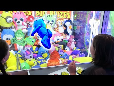 LACEY'S 10TH BIRTHDAY - CHEATED BY A GIANT CLAW MACHINE