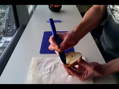 The best way to cut a pear