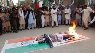 Pakistani protesters burn Trump effigy