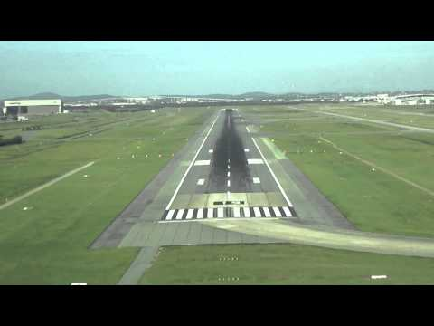 Day Approach and Landing RWY 19 Brisbane Airport  Australia - Cockpit View
