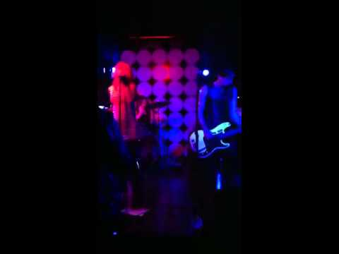 Ingrid & the Defectors perform Cherry Bomb live @ Clash Bar