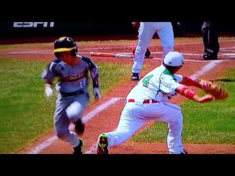 Mexico vs Australia close play at first base