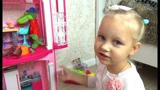 Алиса играет !!! Все хотят жить в доме Барби ! Играем в кукол Entertainment for children