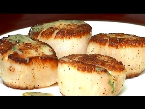 How to Saute Scallops With Wine, Butter & Garlic : Entree Recipes