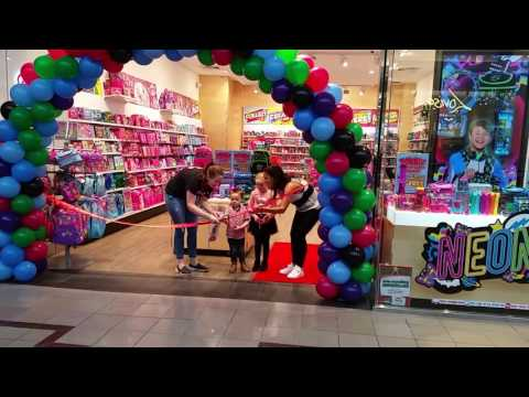 Bree opening smiggle in chadstone shopping centre