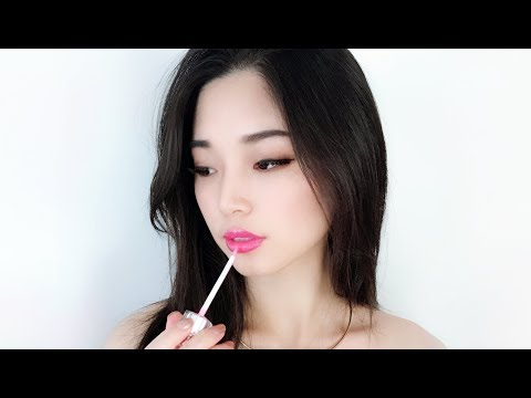[ASMR] Lip Gloss Application ~ Mouth Sounds ~ Kisses
