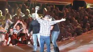 Luke Bryan Country Girl (Shake it for me) 2-7-13 part 2