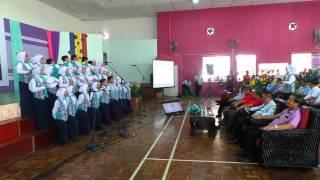 Persembahan bicara berirama pelajar SK Rampangi