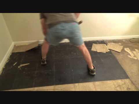 An easy way to remove vinyl floor tiles