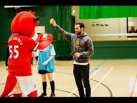 Manchester United players surprise school pupils - #SchoolsUnited