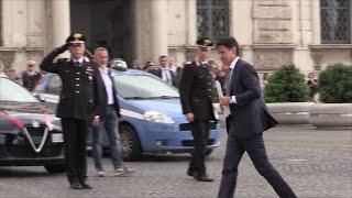 Governo, Giuseppe Conte da Mattarella: l'arrivo al Quirinale in taxi