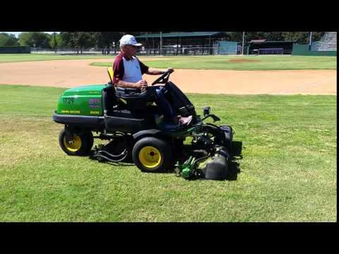John Deere 2500 Greens Mower