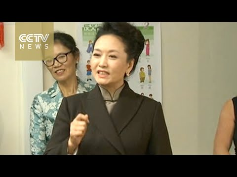 China's First Lady Peng Liyuan visits UK school, calls for more exchanges